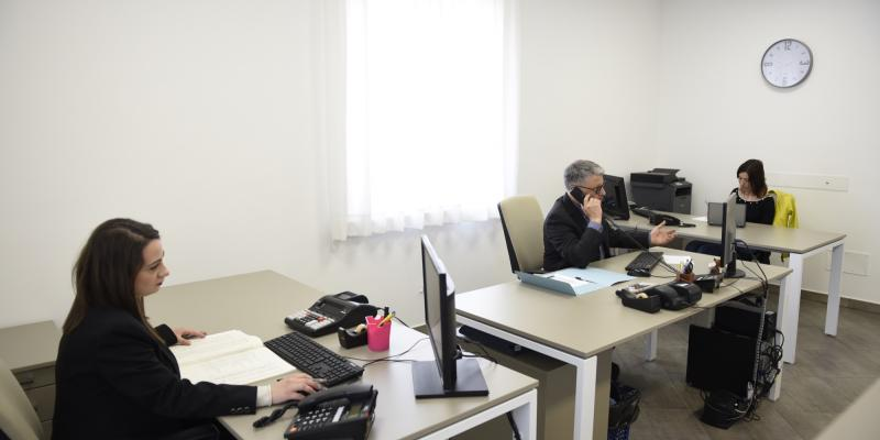 Uffici aperti per un maggior contatto con i clienti